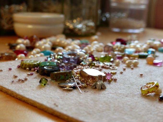 nina parker dorset jewellery work station 103kB