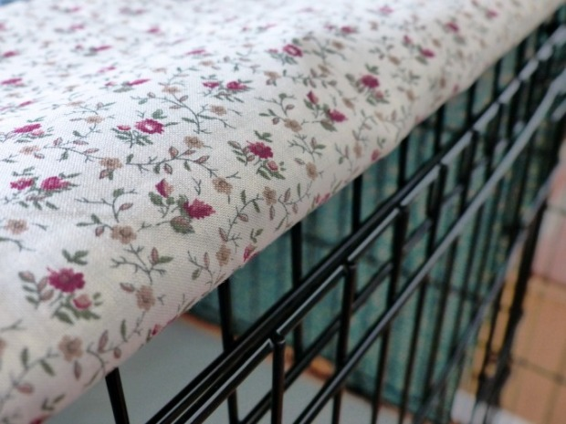 DIY fabric dog crate cover side view 115kB