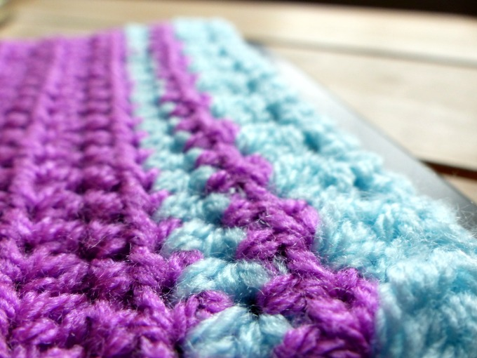 crochet kindle sleeve close up